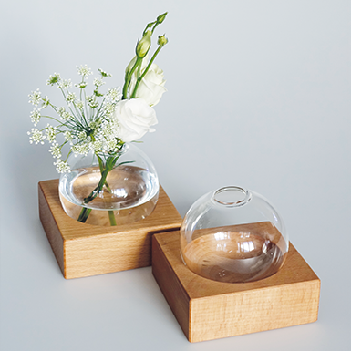 Tokio Vase with wooden base made of beech